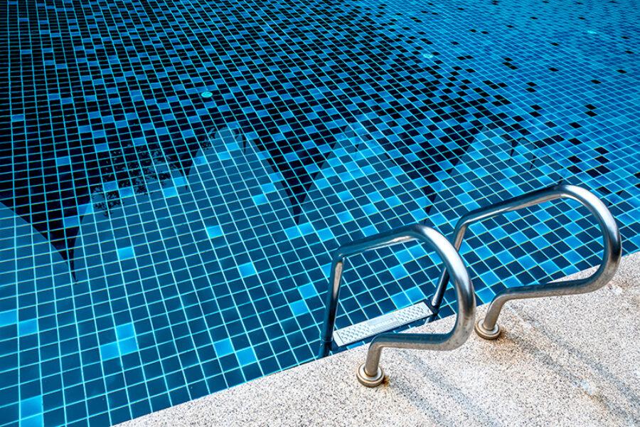 Cuidados del agua de la piscina